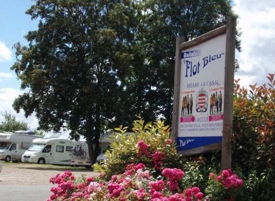 AIRE DE CAMPING-CARS- PONT DES VIGNES