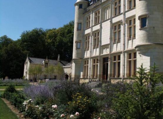 ST GERMAIN EN VIENNE Château du Petit Thouars 4