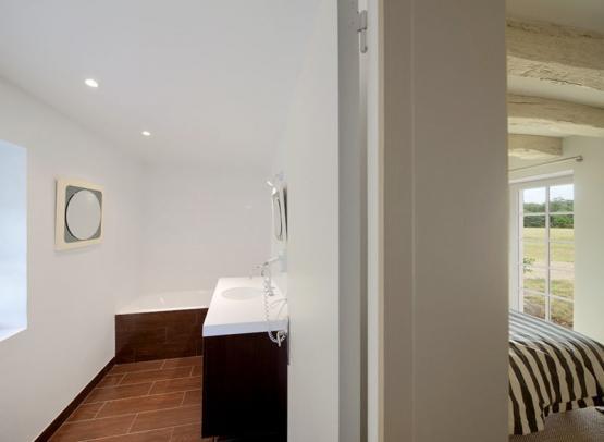 salle-de-bain-attenante-chambre-sainte-christine