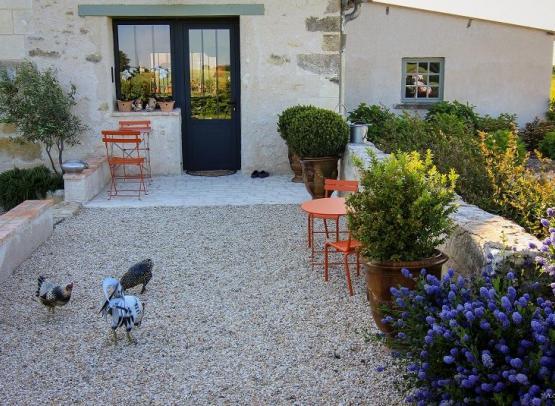 Terrasse-cuisine-Logis-de-la-Fouettiere-Chemille-sur-Indrois-Valdelorie