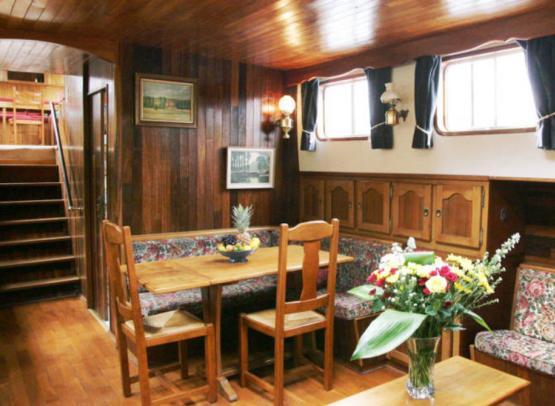 Peniche-hotel-Le-Nymphea---Tourisme-fluvial-en-Val-de-Loire--Nymphea