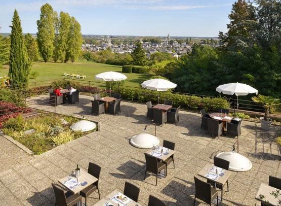 Vue terrasse-hotel luccotel-loches-valdeloire