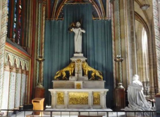 cathedrale sainte croix sculpture jeanne d arc01