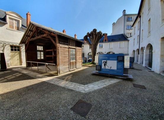 Cour-interieure-CERCIL--Orleans-Val-de-Loire-Tourisme--7--min