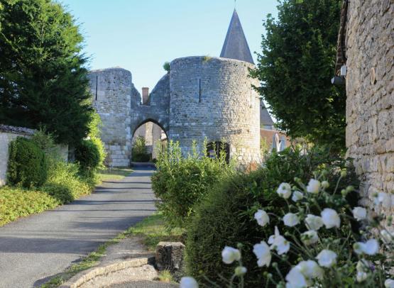 ADRT-Yevre-le-chatel-porte-village