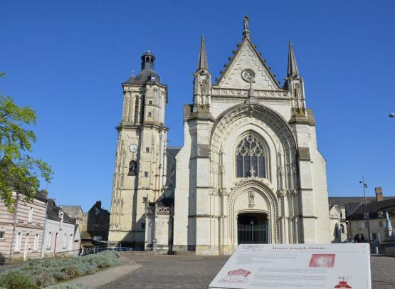 eglise-beaufort-en-vallee-2