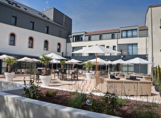 hotel-restaurant-best-western-clisson-44-restaurant-terrasse-RES-2