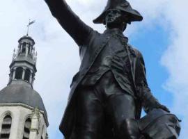 Statue-Rochambeau-place-st-martin-vendome©vendome-tourisme