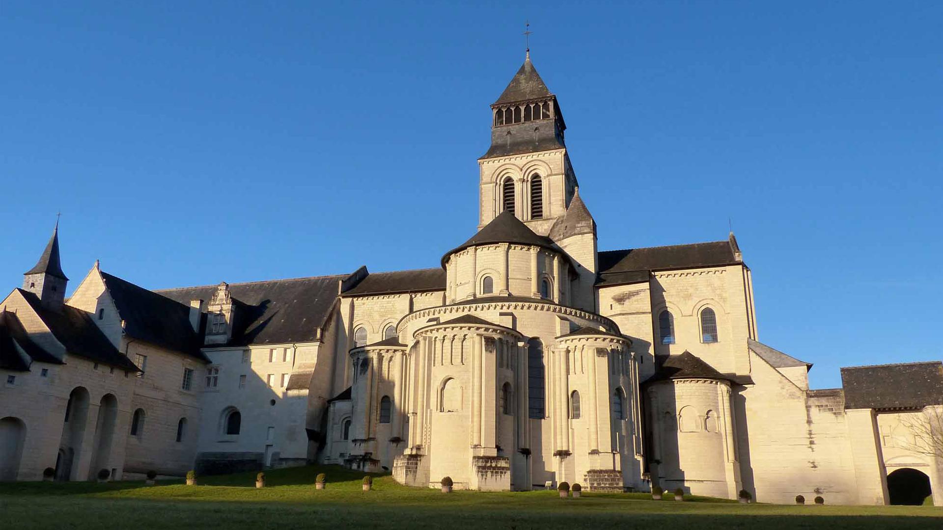L'ABBAZIA REALE DI FONTEVRAUD, Valle della Loira, una passeggiata in Francia
